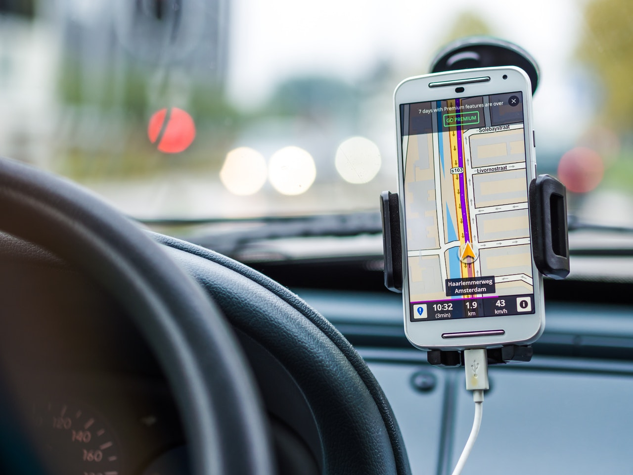 smartphone-car-technology-phone